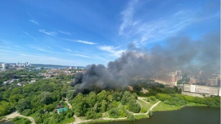 «Мы очень боимся новых пожаров». В Екатеринбурге жители частных домов попросили полицию их защитить