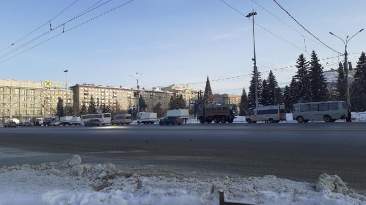 В центре Новосибирска выставили оцепление — сегодня там перекрывают движение