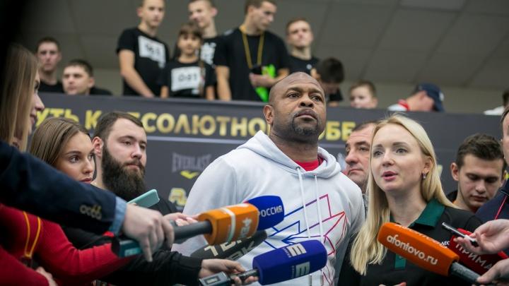 Рой Джонс прилетит на боксерский поединок в Красноярск