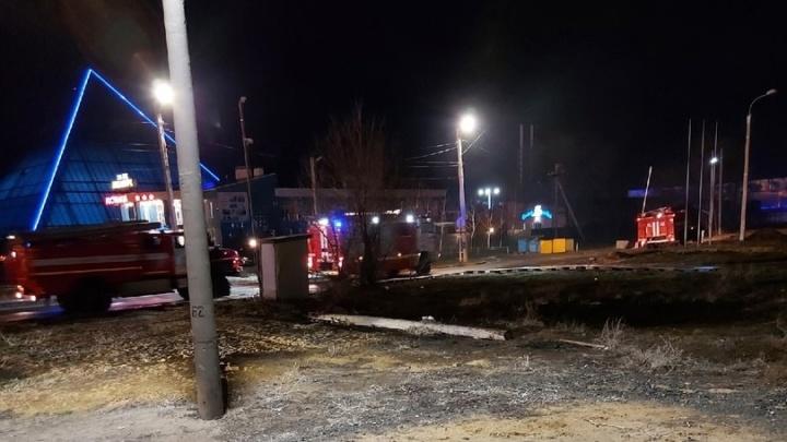 «Вонь была сильная и задымление»: в Волжском к аквапарку стянули несколько пожарных расчетов