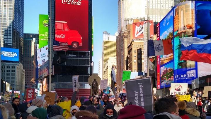 «Идешь на протест — рискуешь огрести». Екатеринбуржец из Нью-Йорка сравнил митинги в России и в США