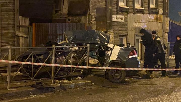 У Фрунзенского моста ночью насмерть разбились три человека