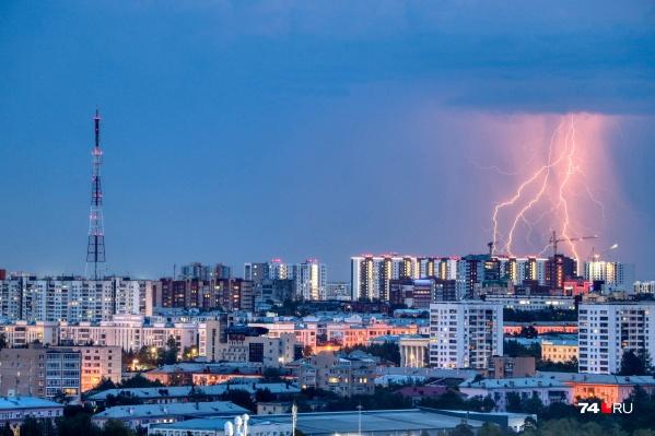 В последние два месяца гроза на Южном Урале несколько раз оборачивалась серьезными последствиями