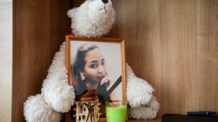 В Екатеринбурге спустя полгода возбудили дело об убийстве девушки, упавшей с 9-го этажа