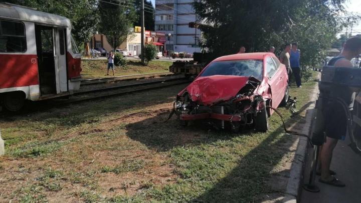 «Он еле стоял на ногах»: в Самаре водитель иномарки протаранил 10 машин