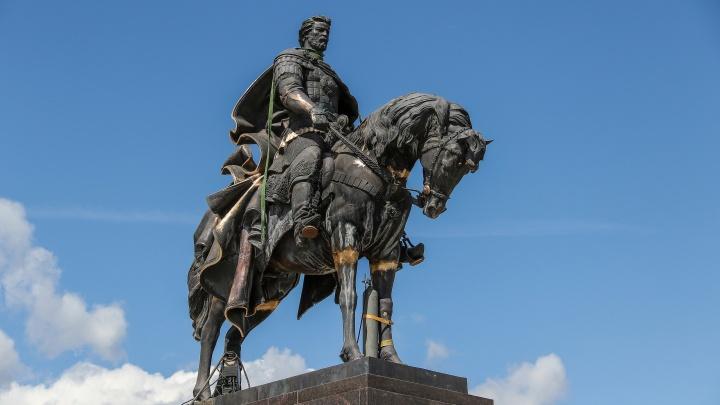 Святые, тираны и все прочие. Памятники Нижегородской области, появившиеся к 800-летию города
