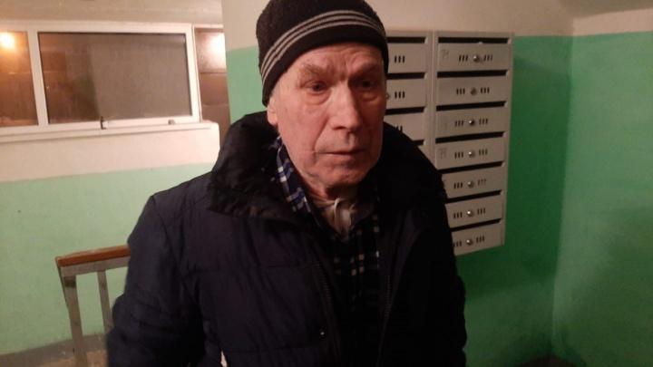 «Бегал по всем подъездам, подбирал ключи»: екатеринбуржец рассказал, как нашел родных заблудившегося мужчины