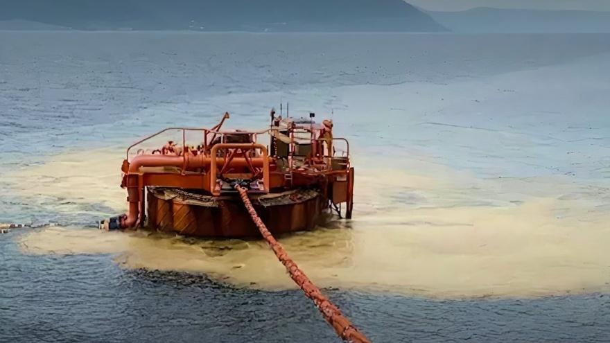 """Почти в <nobr class=""""_"""">4,5 млрд</nobr> рублей оценили ущерб от последствий разлива нефти в Новороссийске"""