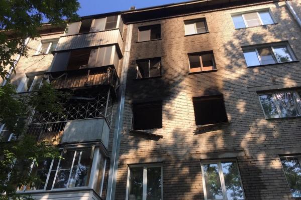 Возгорание произошло в 23:09. Пожар ликвидировали спустя четыре часа — в 03:23