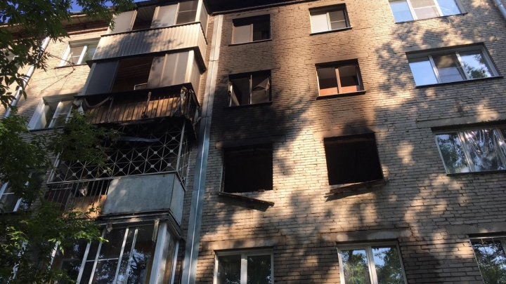 В Ленинском районе ночью загорелась квартира — в пожаре погиб мужчина