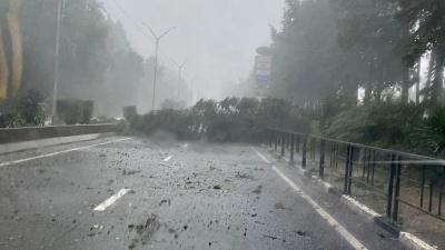 Сочи штормит: дороги затопило, в горах метель