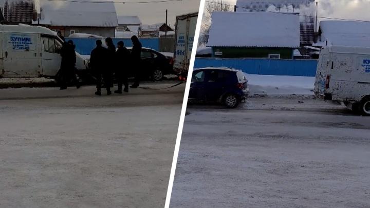Массовое ДТП на дороге с колеей в Новосибирске: на встречку выбросило «Газель», которую везли на буксире