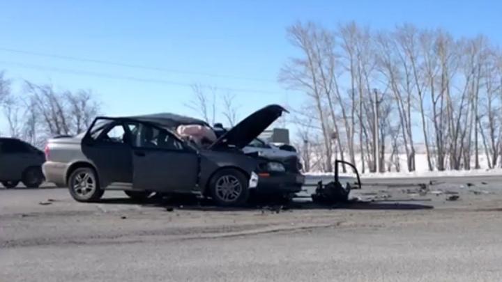 В Башкирии на трассе насмерть разбился водитель Volvo. Его легковушка влетела в «Ладу Весту»