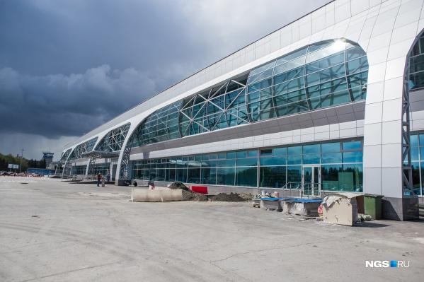 Сейчас в Новосибирске находятся три самолета из четырех