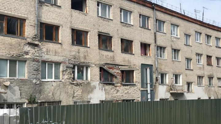 В Тюмени снесут опасные общежития на Ставропольской улице