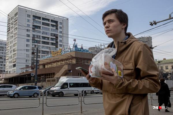 Молодые люди с правами рискуют остаться пешеходами лет этак до 23: страховые начали отказывать им в оформлении полиса ОСАГО. Проблема, судя по всему, системная
