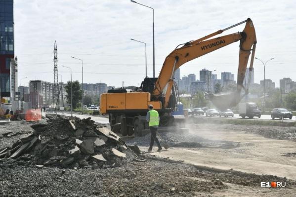 На ремонт дорог на ВИЗе этим летом потратят больше 100 миллионов рублей