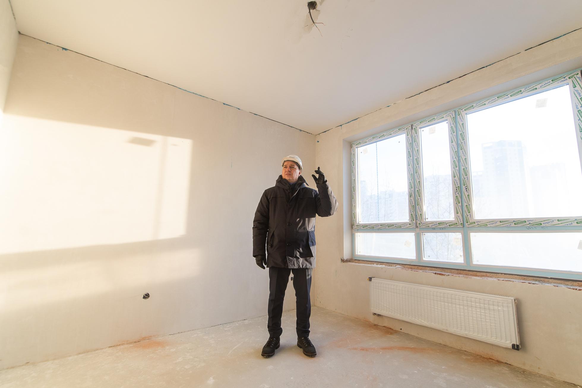 Стены ровные — без выпирающих монолитных конструкций, которые требуют мебели на заказ или перекрытия лишними полками, шкафами и стеллажами