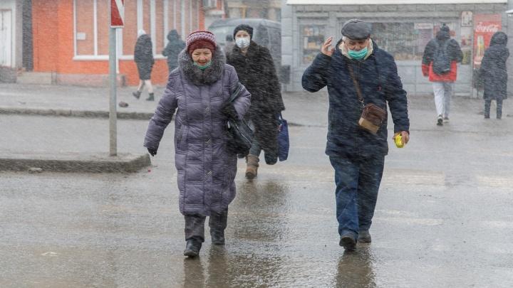 Как в фильме «Послезавтра»: фотограф показал волгоградцев в отчаянной борьбе со стихией