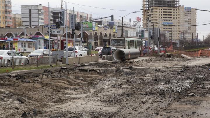 Водители взвыли, автобусы разбиты: чем обернулся ремонт проспекта Машиностроителей. Кадры с места