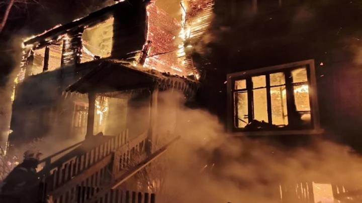 Ночью в Архангельске горели два деревянных жилых дома: в переулке Водников и на Кегострове