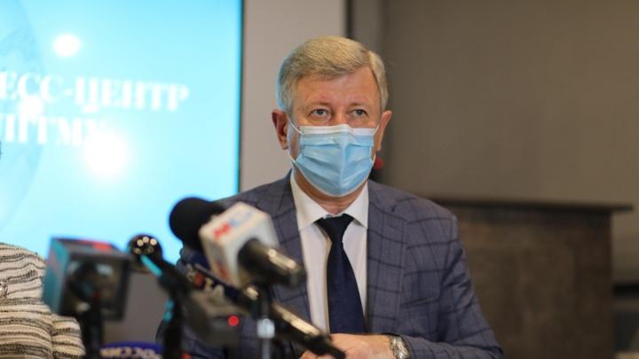 «На них без слез не взглянешь»: в Волгограде 126 детей госпитализированы в ковидный стационар
