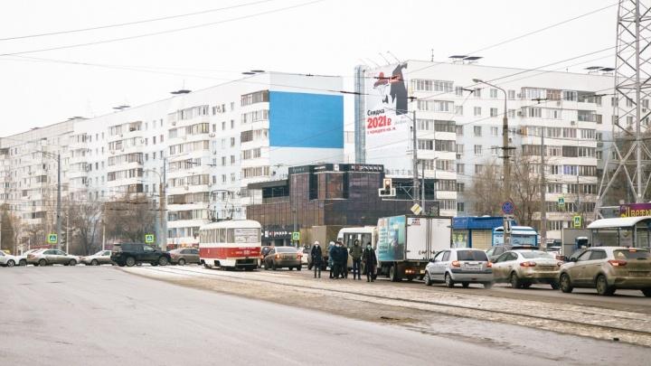 На пересечении Ново-Вокзальной и Московского шоссе оборудуют остановку вдоль рельс