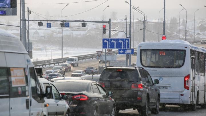 В Уфе из-за сильного снегопада ввели ограничение движения