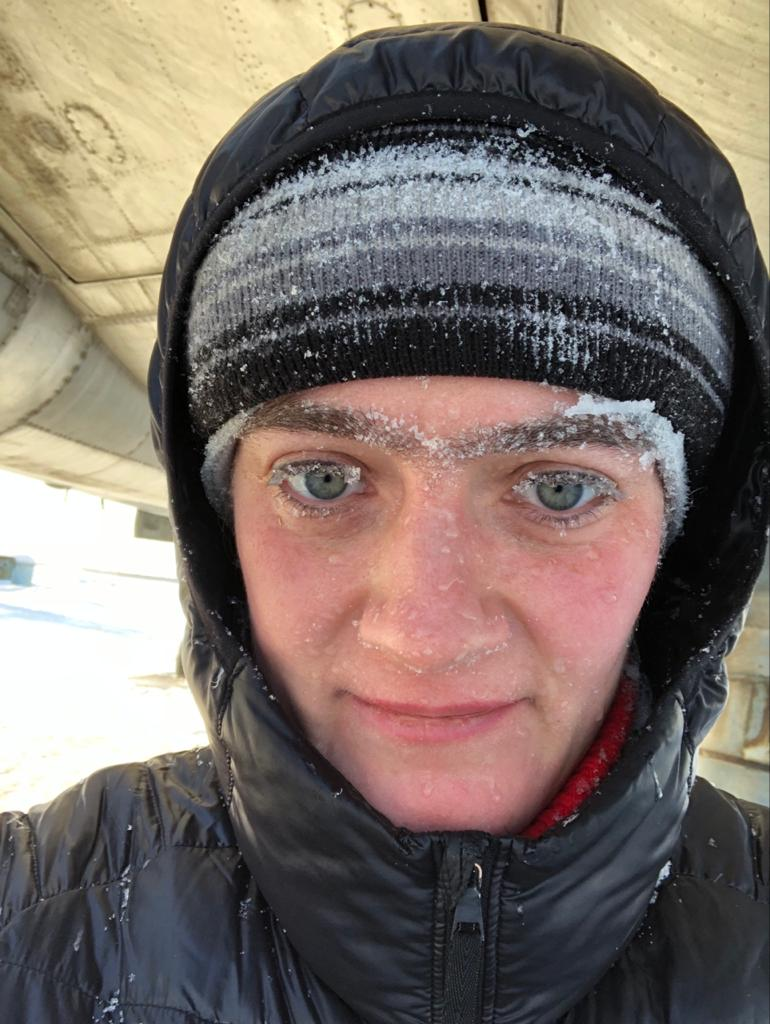 Сотрудники аэродрома не удивляются, когда Мария приезжает даже в морозы