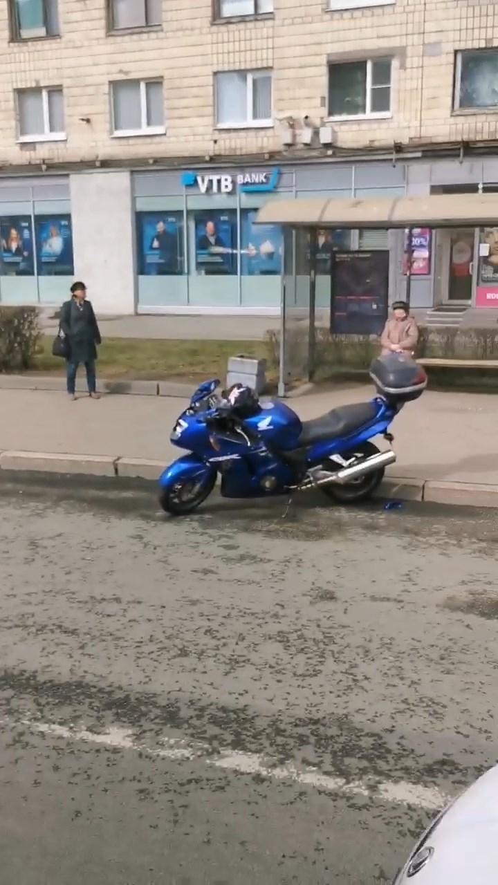 "Скриншот видео из группы&nbsp;<a href=""https://vk.com/wall-68471405_14972050"" target=""_blank"" class=""io-leave-page _"">«ДТП и ЧП | Санкт-Петербург»</a>"