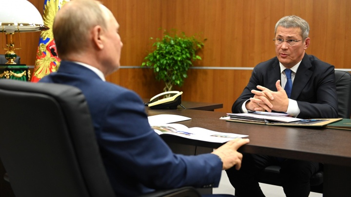 Хабиров — хвастается, Путин — сдержанно одобряет. Ровно как два года назад. Найдете 7 отличий?