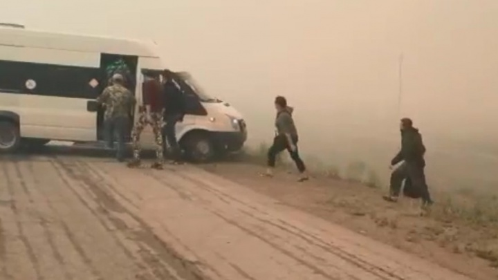 «Сгорело полдеревни»: что происходит в охваченном огнем поселке на юге Челябинской области