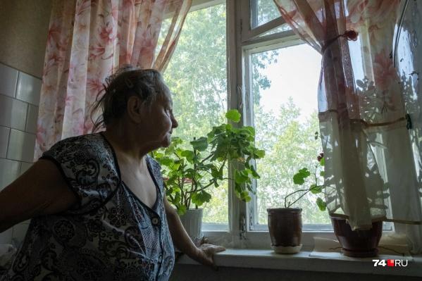 Тамара Николаевна пустила мастера посмотреть старые окна, но в итоге лишилась 62 тысяч рублей