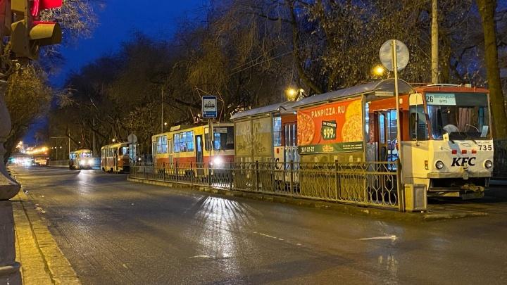На проспекте Ленина встали трамваи из-за неисправного вагона