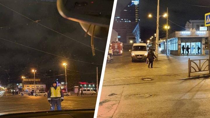 «Нашли предмет, похожий на гранату». В Екатеринбурге оцепили территорию рядом с входом на станцию метро «Геологическая»