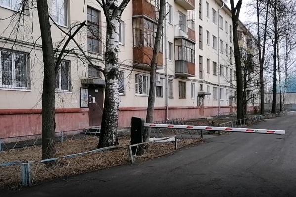 Тело нашли в квартире дома на улице Большой Октябрьской в Ярославле