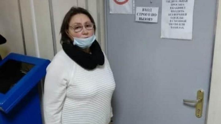 В Екатеринбурге пенсионерку обвинили в нападении на полицейских, которые ворвались к ней домой