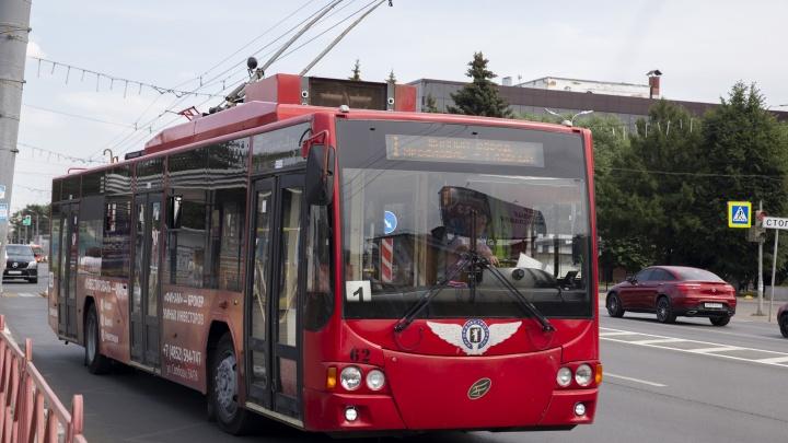 Почему водители троллейбусов и автобусов в Ярославле не открывают переднюю дверь? Узнали у них