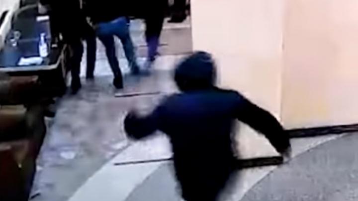 Следователи завели дело на полицейского, который устроил поножовщину в баре в Заречном