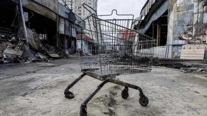 Обрушения, пепелище и новые надежды: смотрим, как живет Качинский рынок после большого пожара
