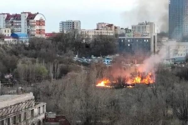 Площадь возгорания составила около 300 квадратных метров