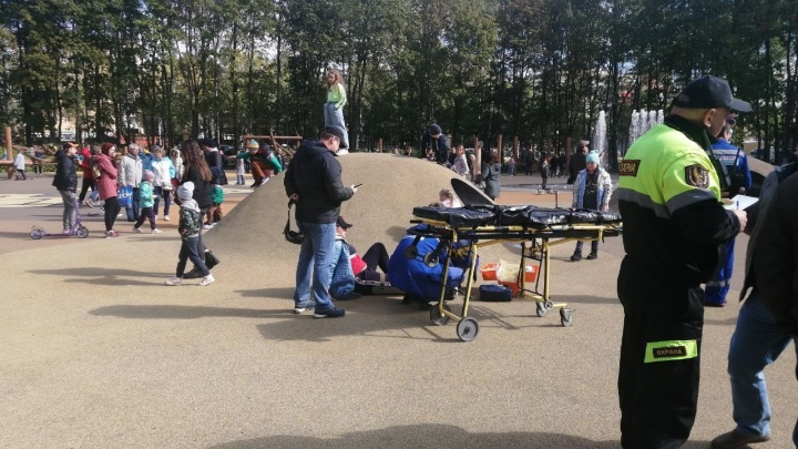 Нижегородка сломала ногу на детской площадке парка «Швейцария»