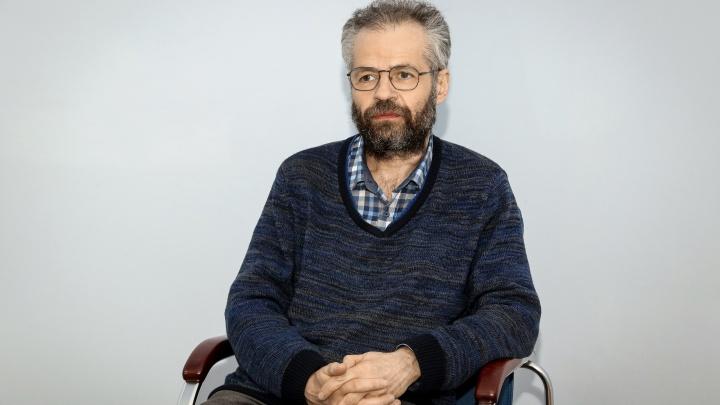 «Маятник качнется в обратную сторону»: задержанный за репост академик ЕфимХазанов— о прорывах, Немцове и настроениях среди студентов