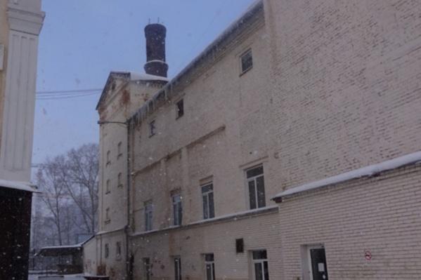 Помещения в старинном здании пытаются продать уже больше двух лет