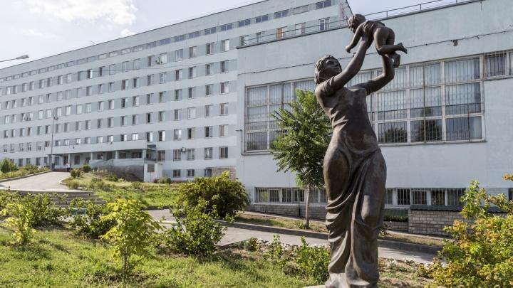 «Завтра скажем, что с тобой будет»: в больнице Волгограда лишили работы ещё 9 непривитых медиков
