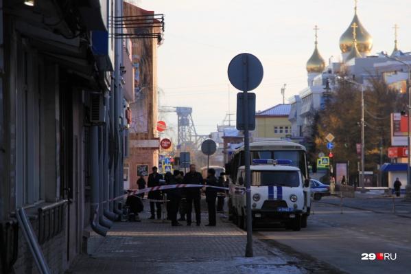 Взрыв в здании ФСБ Архангельской области прогремел в октябре 2018 года, но уголовные дела по его следам заводят до сих пор