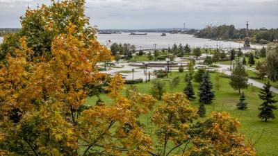 Золотая и холодная: как осень захватила Ярославль всего за две недели. Фоторепортаж
