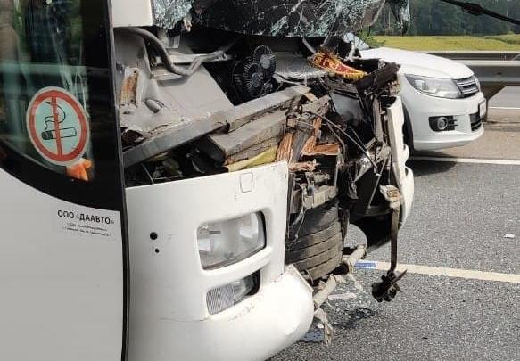 «Ехали на отдых»: в Липецкой области автобус со студентами Демидовского университета столкнулся с фурой