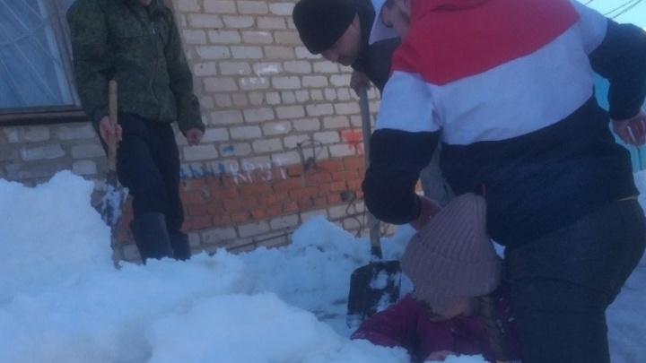 В Кудымкаре прокуратура закончила проверку по факту падения снега с крыши на двух девочек
