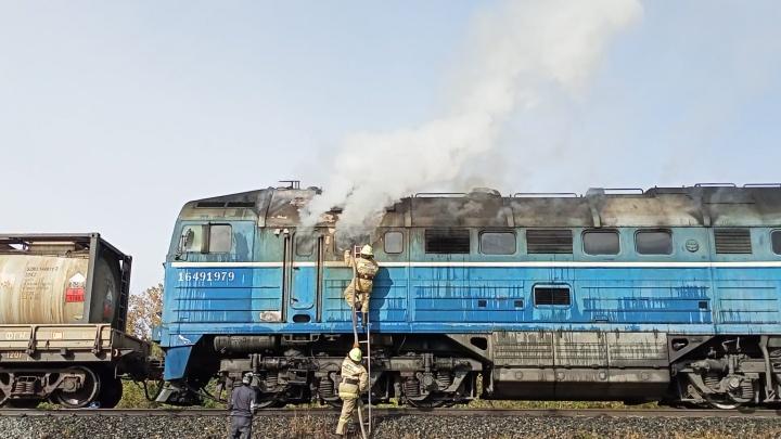 В Башкирии загорелся грузовой поезд